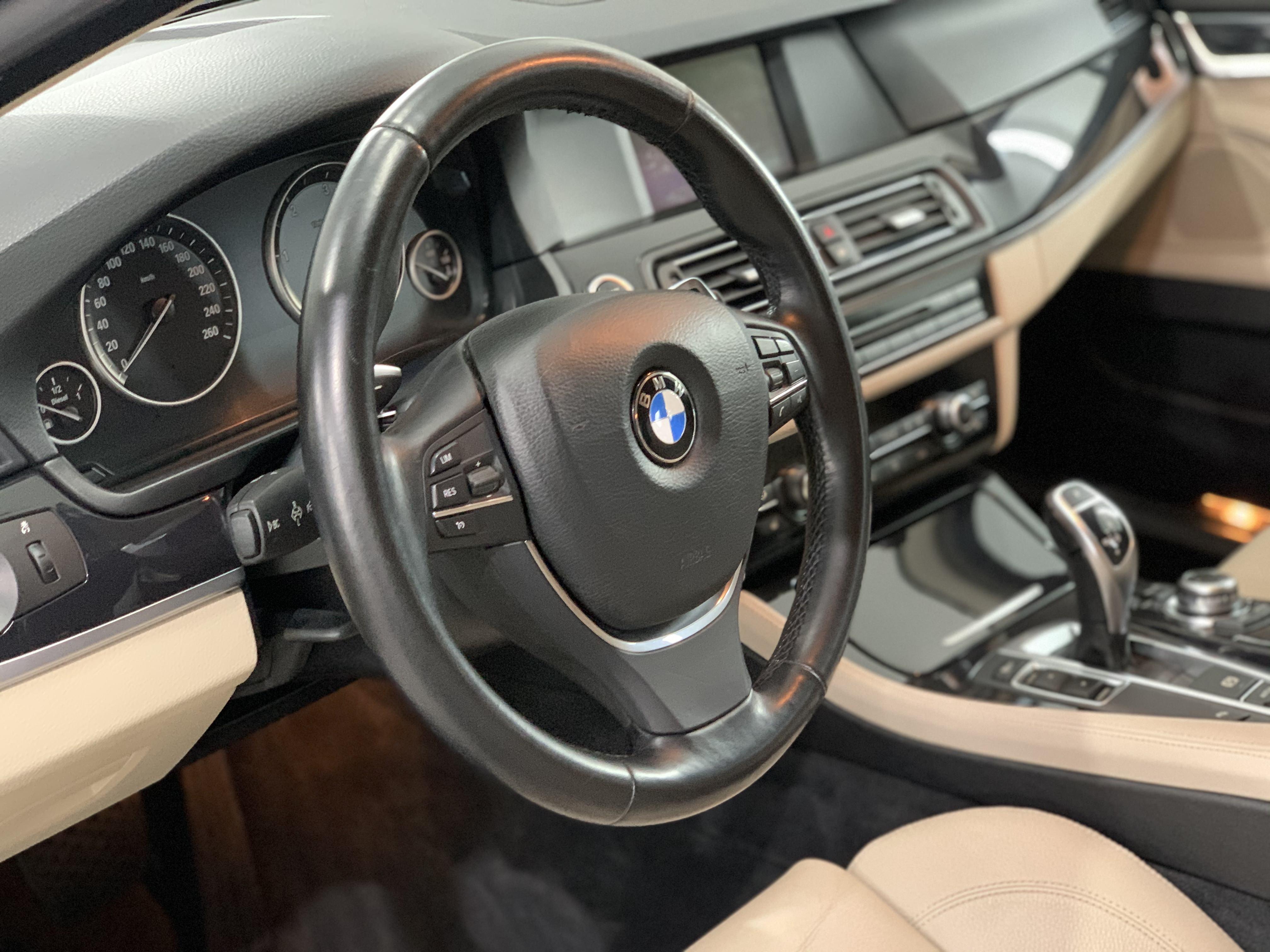 BMW F10 salona panelis pēc ķīmiskās tīrīšanas